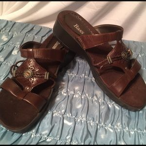 BASS ladies leather sandals NWOT or box